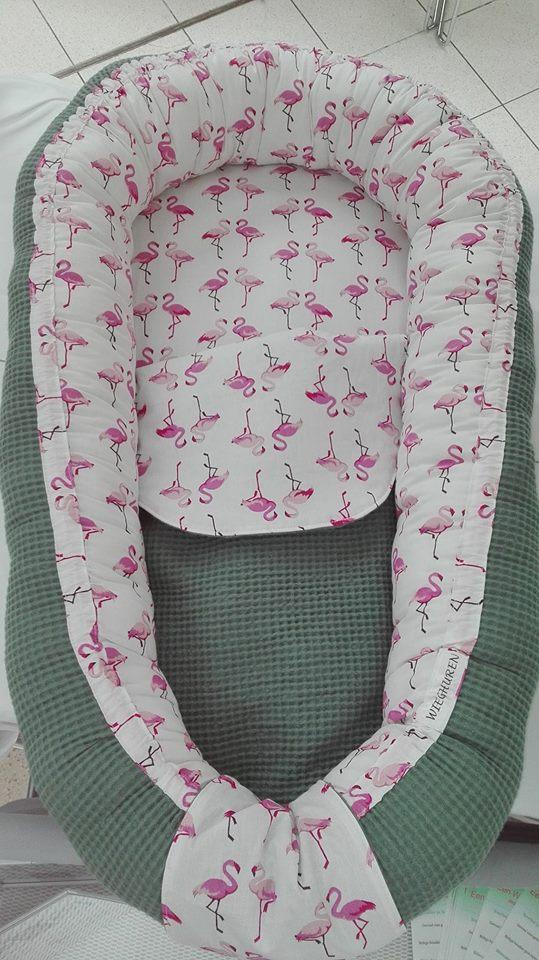 babynest zeegroen en flamingo
