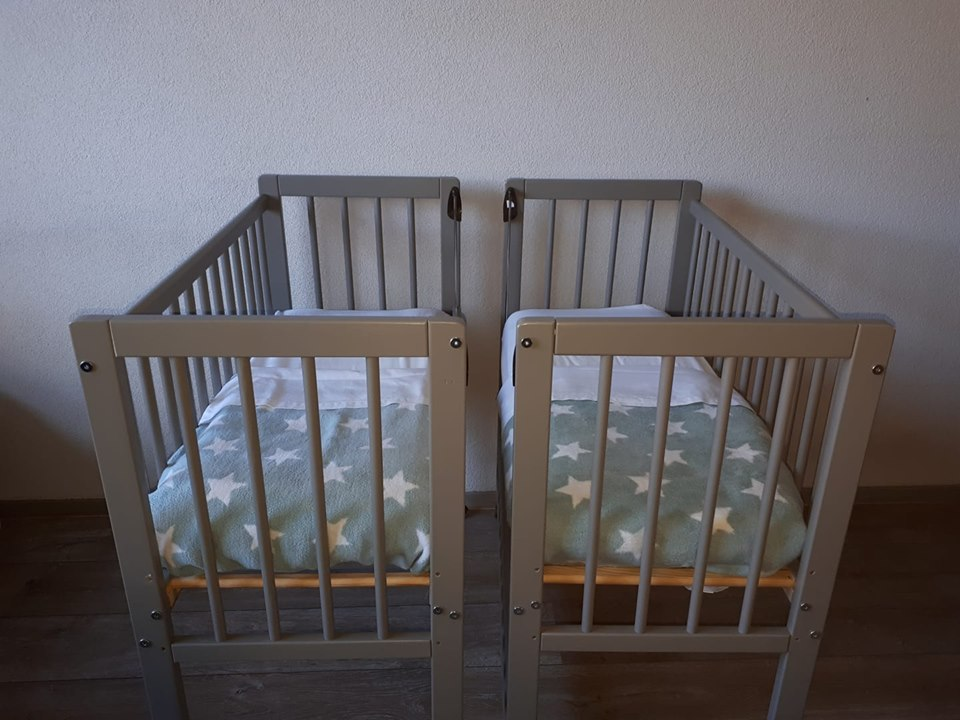 tweelingwieg chloe 2 x co sleeper huren